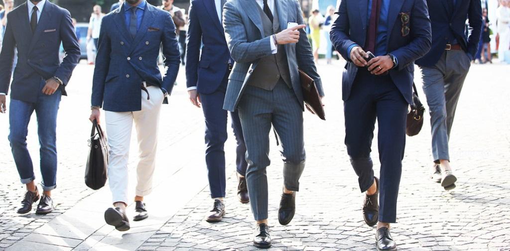 Guide le pantalon retrouss sans chaussettes apparentes - Que porter avec un pantalon bleu marine ...