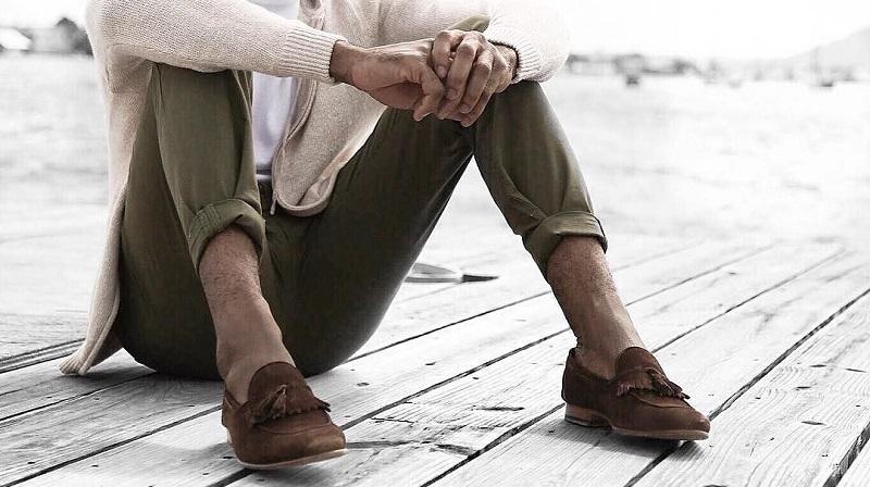 54baaf7472e Guide   porter un pantalon retroussé sans chaussettes – Le Blog de ...