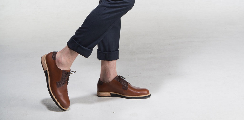 chaussures derbies homme marron avec un chino