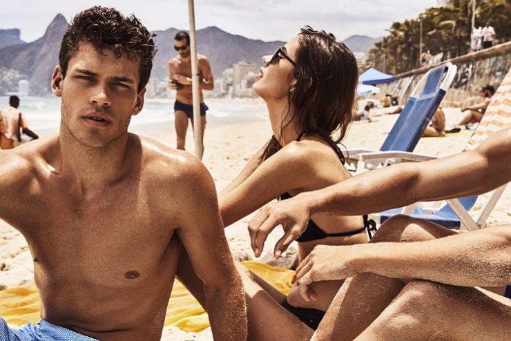 deux hommes et une femme sur une plage