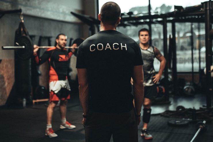coach donnant un cours
